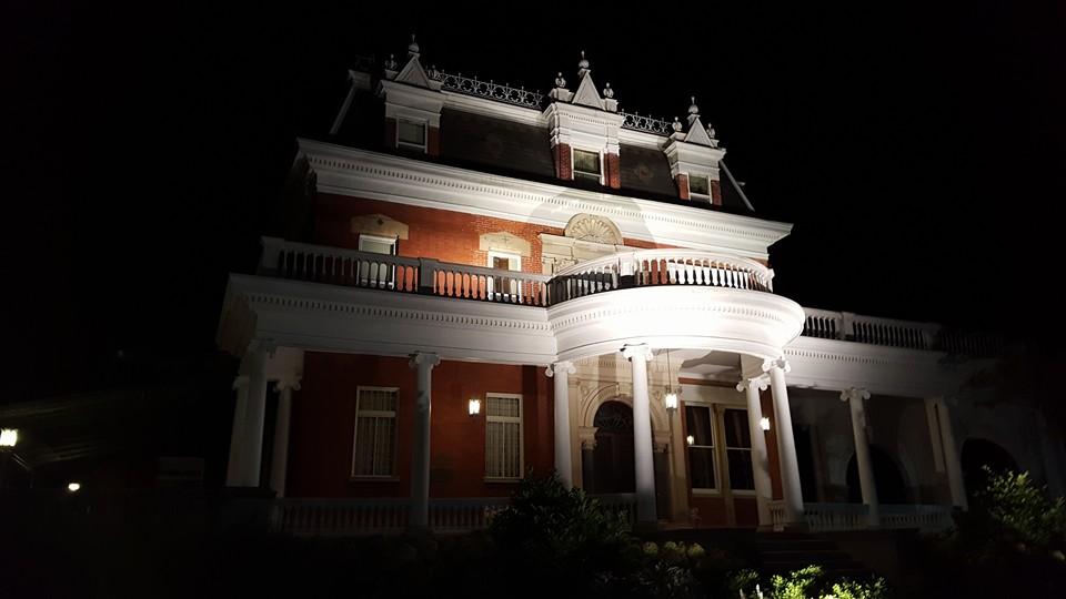 ellwoodhouse-night