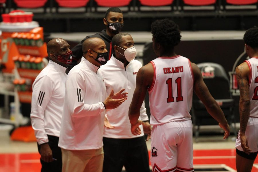 Men's basketball drops first game in MAC play to Ball State